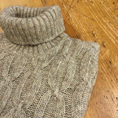 Maglia collo alto lana seta beige